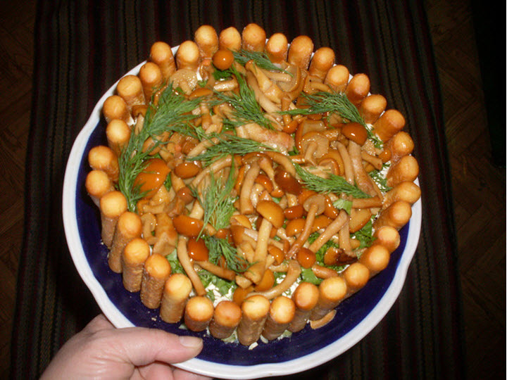 Салат с грибами Лукошко